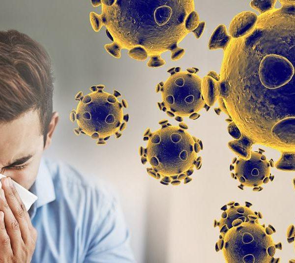 homem espirrando em razão do Coronavirus